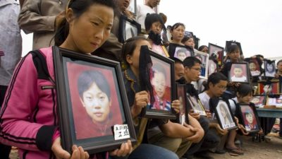 Трагедия осиротевших родителей Китая