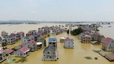 Китай готовится к летним наводнениям. Вода в 71 реке поднялась до максимума