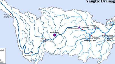 На крупнейшей реке Китая Янцзы уровень воды повысился до критического уровня