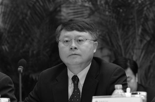 Цзян Мяньхэн, сын бывшего китайского коммунистического лидера Цзян Цзэминя, проводит в 2011 году ежегодное рабочее собрание Китайской академии наук. Цзян ушел с поста президента шанхайского отделения Китайской академии наук, о чем было объявлено официальным лицом 8 января 2015 года (снимок экрана, сделанный Китайской академией наук)   Epoch Times Россия