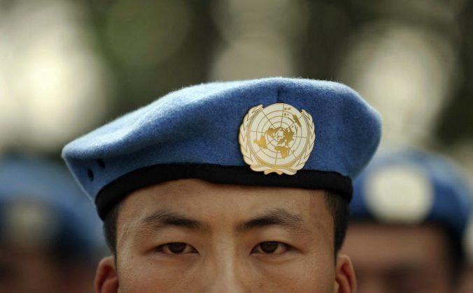 Солдат Народно-освободительной армии Китая, участвующий в миротворческой миссии ООН. 15 сентября 2007 года. Фото: PETER PARKS/AFP/Getty Images   Epoch Times Россия