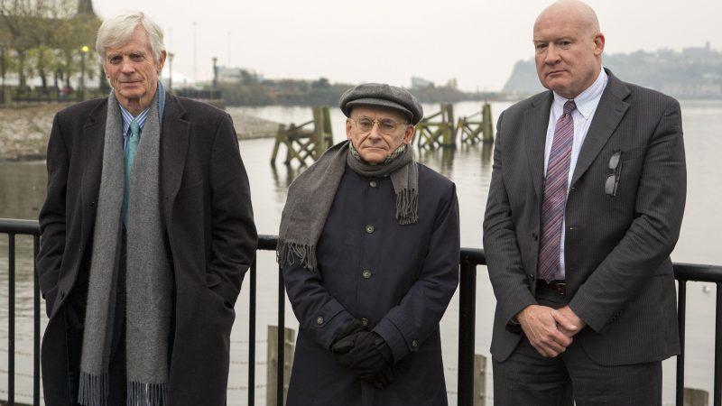 (Слева направо) Дэвид Килгур, Дэвид Мэйтас и Этан Гутман, авторы отчёта «Кровавая жатва/Бойня: Обновлённая информация». Фото: Simon Gross/Epoch Times)   Epoch Times Россия
