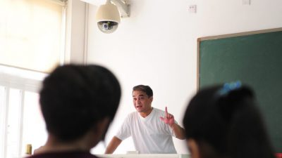 Учителям в Китае запрещено иметь духовные верования