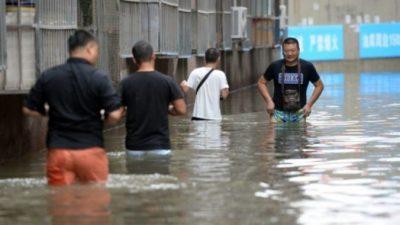 В Китае от наводнения пострадали свыше 12 млн человек (видео)
