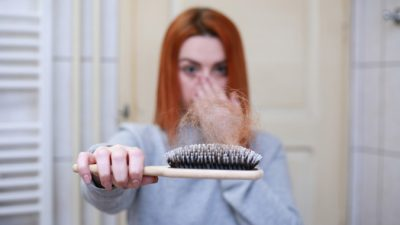 Выпадение волос: почему, ичто делать?