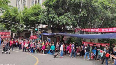 Жители района в Чунцине восстали против вторжения уличного комитета. Произошла кровавая стычка