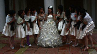 Почему в Китае появились профессиональные подружки невесты?