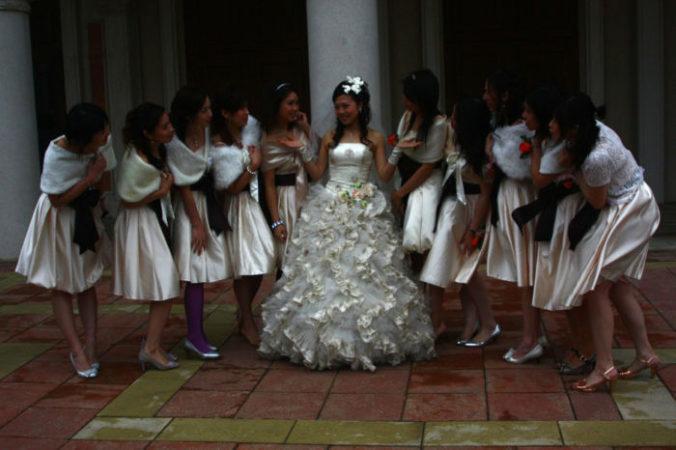 Китайская невеста с подружками. Фото: orangetaki/flickr.com, CC BY-SA | Epoch Times Россия