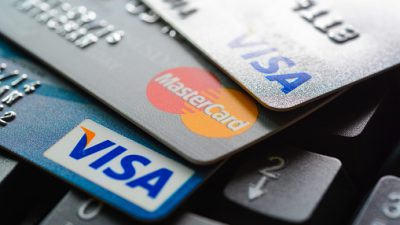 Россияне набрали рекордное количество долга по кредиткам