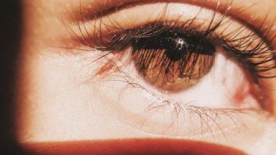 Как избежать отёчностей под глазами
