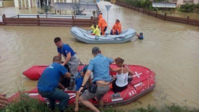 Ливень затопил города  на черноморском побережье и смыл пляж (Видео)
