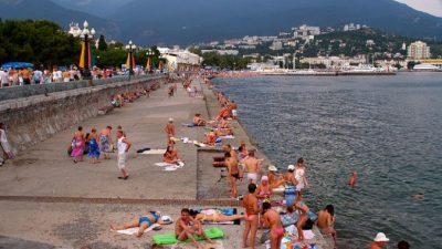 В Крыму Роспотребнадзор закрыл более 80 пляжей