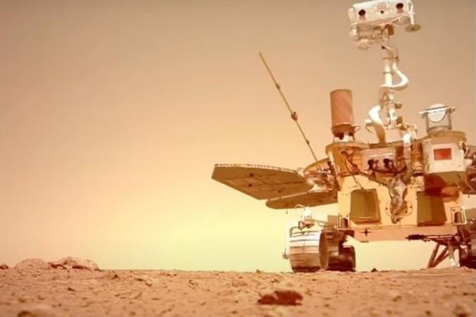 Китай опубликовал видео с марсоходом «Чжучжун»