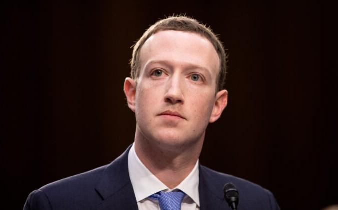 Основатель и генеральный директор «Фейсбук» Марк Цукерберг даёт показания на совместных слушаниях судебного и коммерческого комитетов Сената в Вашингтоне 10 апреля 2018 г. Samira Bouaou/The Epoch Times   Epoch Times Россия