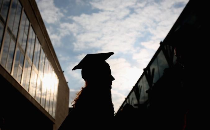 Студентка идёт на выпускную церемонию в Королевский фестивальный зал 13 октября 2015 года в Лондоне, Англия. Dan Kitwood/Getty Images | Epoch Times Россия