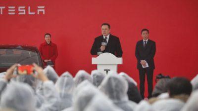 Ветеран-телеведущий показал, как китайские СМИ уничтожают репутацию Tesla