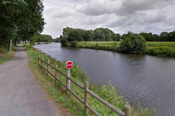 Дорога, ведущая кшлюзу Пик-Сент-Андре (Морбиан, Франция) Google maps | Epoch Times Россия
