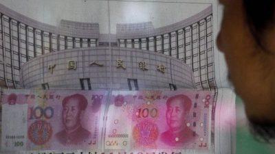 Китай продолжил снижение курса юаня к доллару США