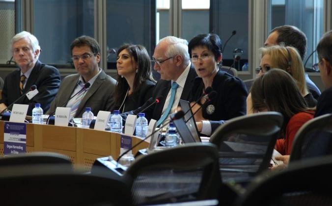 Йоэль Хивонн из Европейской службы внешних связей выступает на недавнем семинаре по извлечению органов в Китае, проведенном Европейским парламентом 21 апреля в Брюсселе, Бельгия. (Великая Эпоха) | Epoch Times Россия