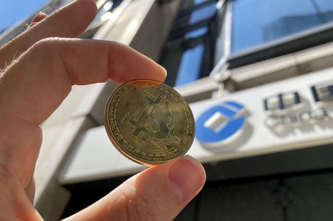 Визуальное представление криптовалюты биткоин, 30 мая 2021 года. Edward Smith/Getty Images | Epoch Times Россия