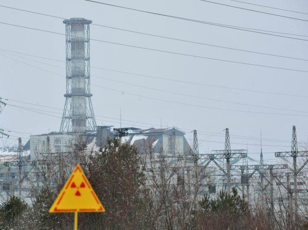 Общий вид саркофага над 4 разрушенным блоком Чернобыльской АЭС. Снимок от 24 февраля 2011. (Sergei Supinsky/AFP/Getty Images)   Epoch Times Россия