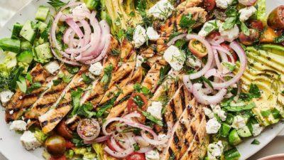 Шикарный салат с курицей гриль