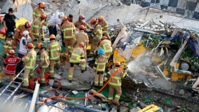 Пятиэтажный дом упал на автобус с людьми в Южной Корее. Погибли 9 человек, 8 ранены