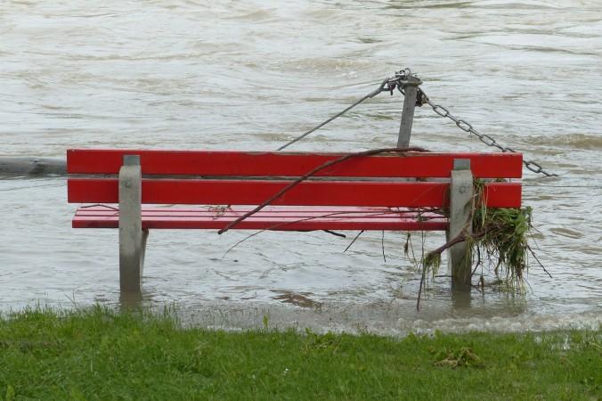 В Красноярске сильный ливень привёл к наводнению