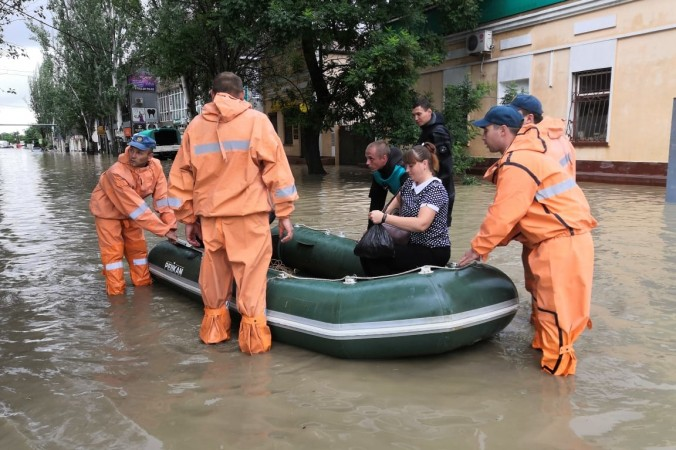 Ликвидация последствий потопа в Керчи. 82.mchs.gov.ru/CC BY 4.0   Epoch Times Россия
