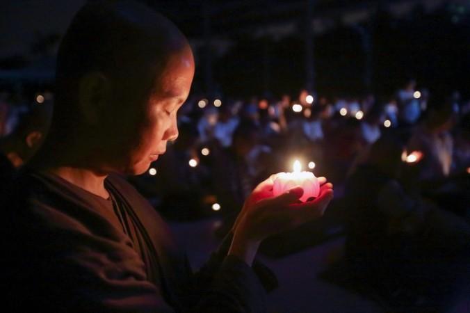 ВКитае вгодовщину массового убийства студентов наплощади Тяньаньмэнь цензура заблокировала всоцсети смайлик сосвечой