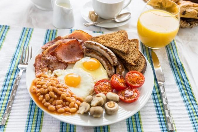 Хотя составляющие этого блюда различаются и часто горячо обсуждаются, английский завтрак считается одной из величайших кулинарных традиций Великобритании. (Анна Менте / Shutterstock) | Epoch Times Россия