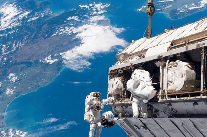 space walk 991 1920 e1602176327831 676x450 1 - Космический корабль «Шэньчжоу-12» с тремя китайскими космонавтами отправился на орбитальную станцию «Тяньхэ»