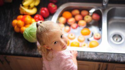 Важно мыть фрукты и овощи