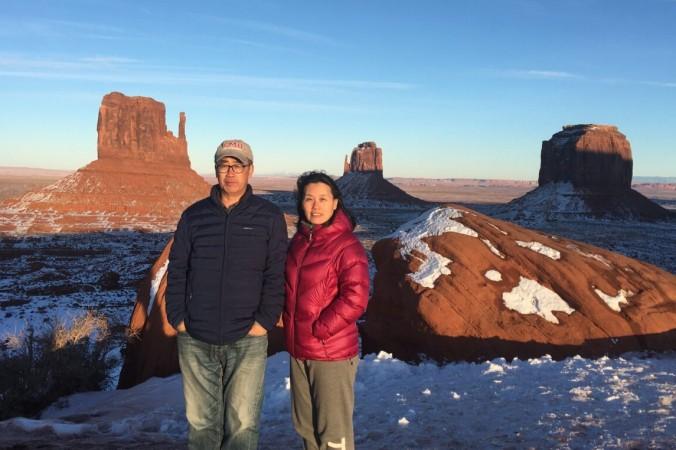 Чжоу Дэюн и Ю Лин в Долине монументов в округе Навахо, штат Аризона, в январе 2020 года (любезно предоставлено Чжоу Ю)   Epoch Times Россия