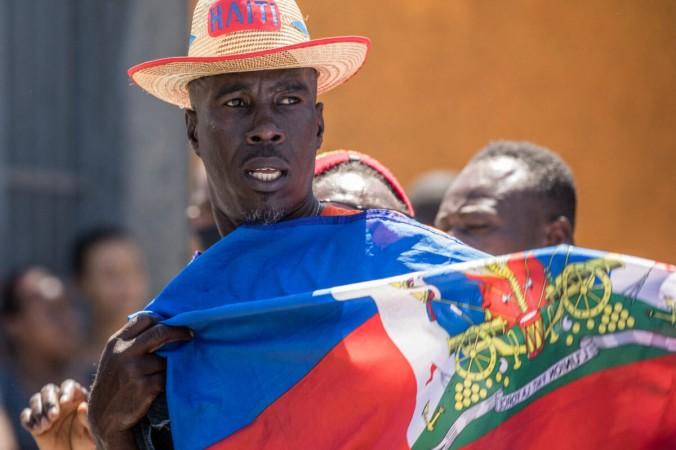 Гаитяне проводят демонстрацию протеста против конституционного референдума, проведённого президентом Жовенелем Моизом вПорт-о-Пренсе 28марта 2021г. (Валери Бэрисвил / AFP через Getty Images) | Epoch Times Россия