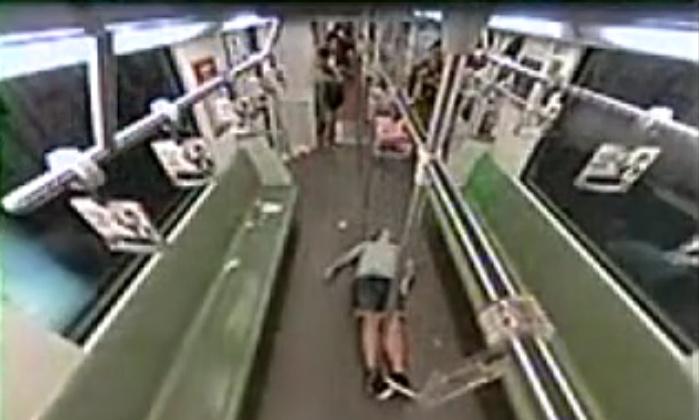 Обморок иностранца в шанхайском метро вызвал панику
