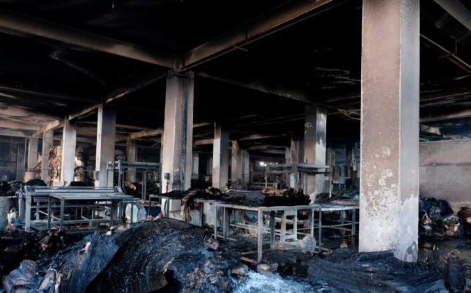 Обгоревшие материалы видны на фабрике по производству продуктов питания и напитков в Рупгандже, недалеко от Дакки, Бангладеш, 9 июля 2021 г. Mahmud Hossain Opu /AP Photo   Epoch Times Россия