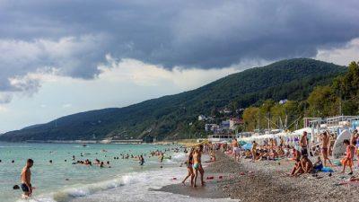 Пляжи в Сочи вновь открылись для туристов после очистки от мусора