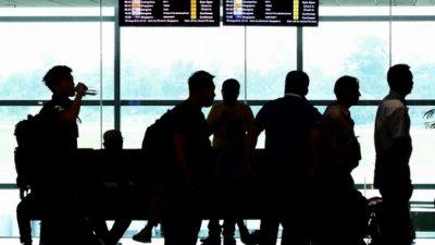 Ваэропорту Чехии застряли десятки россиян, которых непустили встрану (Видео)