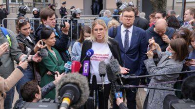 Российский суд потребовал ограничить свободу сторонницы Навального на два года