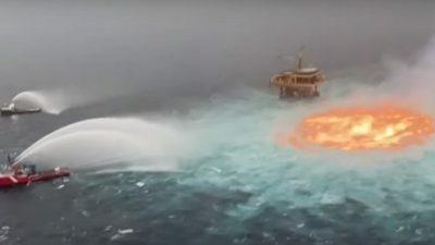 В Мексиканском заливе пять часов тушили подводный пожар  (Видео)