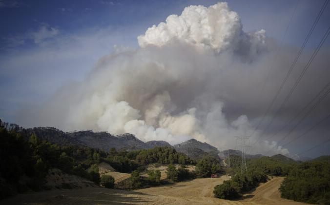 Пожар в Санта-Колома-де-Керальт, недалеко от Таррагоны, Испания, 25 июля 2021 г. Joan Mateu Parra / AP Photo | Epoch Times Россия