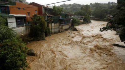 Сильные наводнения в Коста-Рике: 2 погибших и 2 пропавших без вести