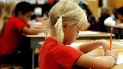 Выплаты по 10 тыс. рублей на школьников начнутся с 16 августа