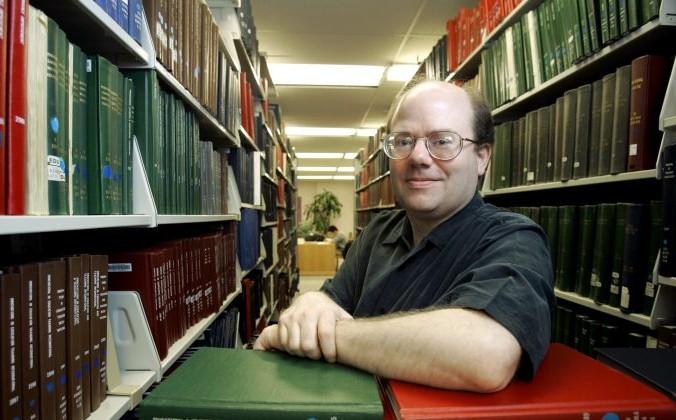 Ларри Сэнгер, соучредитель Википедии и бывший профессор философии, в библиотеке в Колумбусе, штат Огайо, 26 марта 2007 г. AP Photo / Kiichiro Sato | Epoch Times Россия
