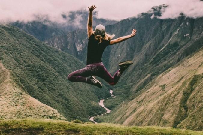 Человек в прыжке. (Питер Конлан на Unsplash) | Epoch Times Россия