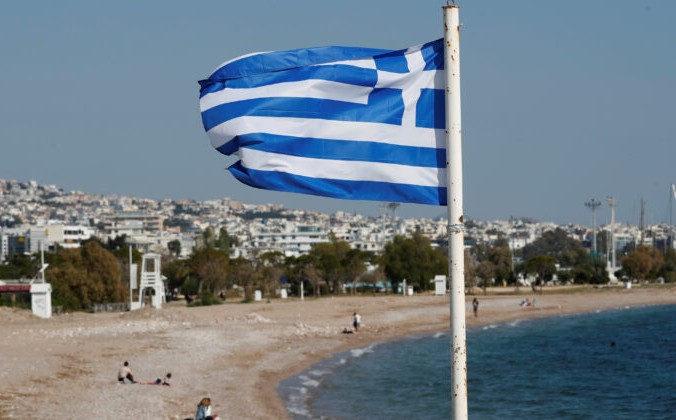 8 glavnoe 6 676x420 1 - Греция запретила музыку на острове Миконос из-за COVID-19