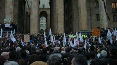 В Тбилиси прошёл многотысячный митинг с требованием отставки правительства (Видео)