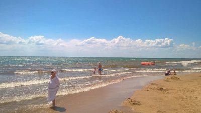 В Анапе подводное течение утянуло подростка и двух мужчин, бросившихся спасать его