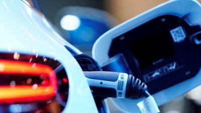 Mercedes-Benz использует ускоритель в гонке электромобилей с Tesla